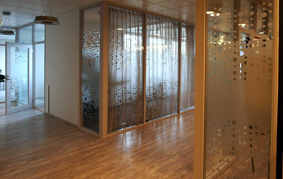 dekoratiivkiled klaasseinale